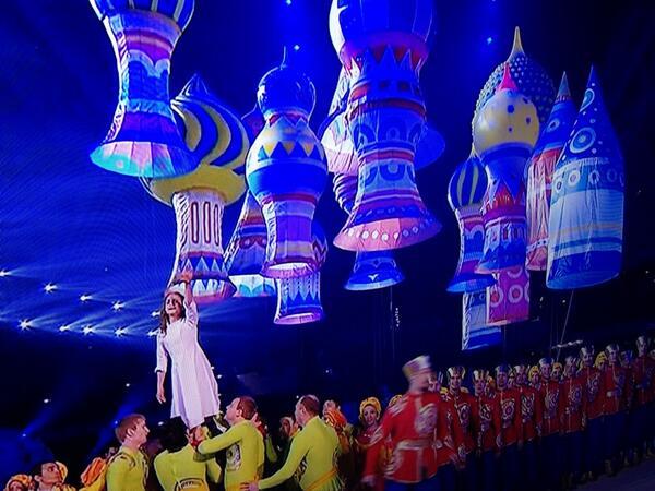 Сексуальная фантазия Путина о презервативах воплотилась в Сочи.  #Олимпиада #Sochi2014 #ЦеремонияОткрытия http://t.co/rl7rUcCUYE