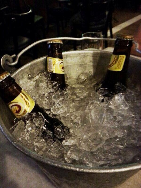 Que tal uma cerveja bem geladinha pra combater esse calor? Quem concorda comigo? #veraosemaumento http://t.co/KLHUFDKYaa