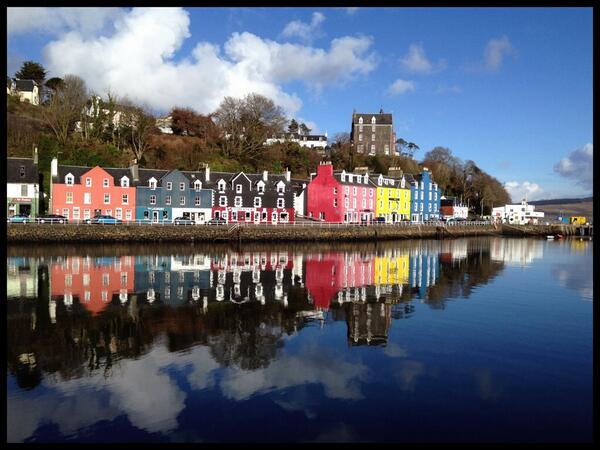 Tobermory in the sunshine this afternoon - almost shorts & flip flop weather #Mull http://t.co/XtJSrhW1Ik