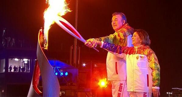 ВЛАДИСЛАВ ТРЕТЬЯК,ИРИНА РОДНИНА @IRodnina - ОЛИМПИЙСКОЕ ПЛАМЯ #Sochi2014 #OlympicGames2014 #ОЛИМПИАДА #Olimpics2014 http://t.co/yNiphv1tvB