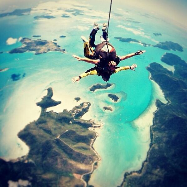 Skydiving over beautiful #AirlieBeach in the Whitsundays with @heartreefaustralia! (via IG) http://t.co/HGphnXXnRi
