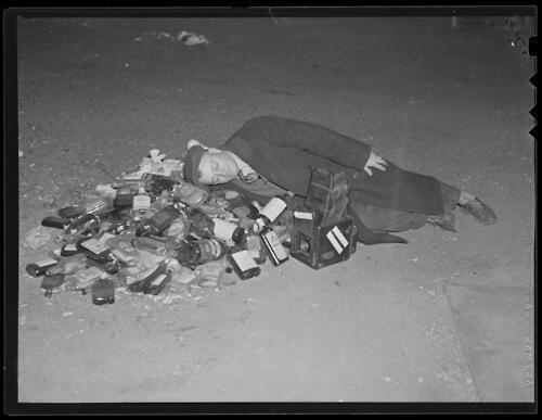 RT @HistoryInPics: Man rests after a night of celebrating the end of the Prohibition era, 1933. http://t.co/GUUmwaC4nV