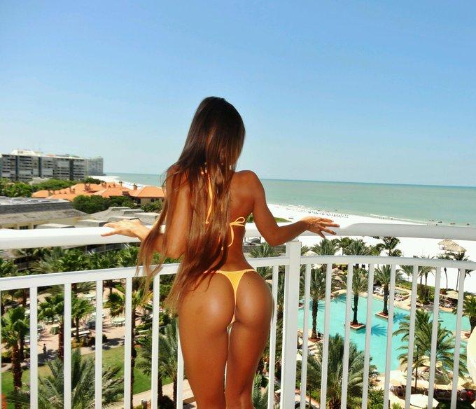 I miss the #Florida sun!!! Can't wait 2 get my ass 2 @ultra... Ready 2 #FaceMelt! http://t.co/wvEQDX