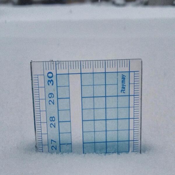 【松本情報】 RT @7tukiyo: 13時前にアスファルト地面上で測定。まだ止む気配がありません^_^;  http://t.co/FiPA9S1HPi