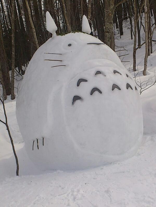 When life sends you snow… make snow Totoros!  http://t.co/Zd1UcJ3Sog
