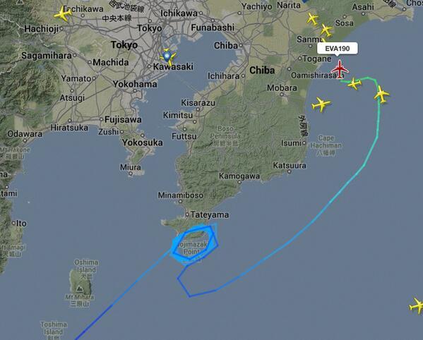 房総半島を12周もまわったEVA190便。果たして変更した成田に降りられるのか? http://t.co/e2qomZySdI