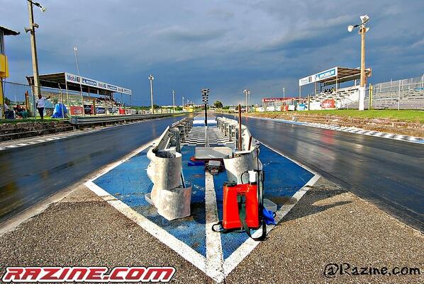 Hoy gran apertura de los calentones de #Dragueo en el @autodromomobil1, Quienes están listos para quemar la fiebre? http://t.co/8U4aLB2tx4