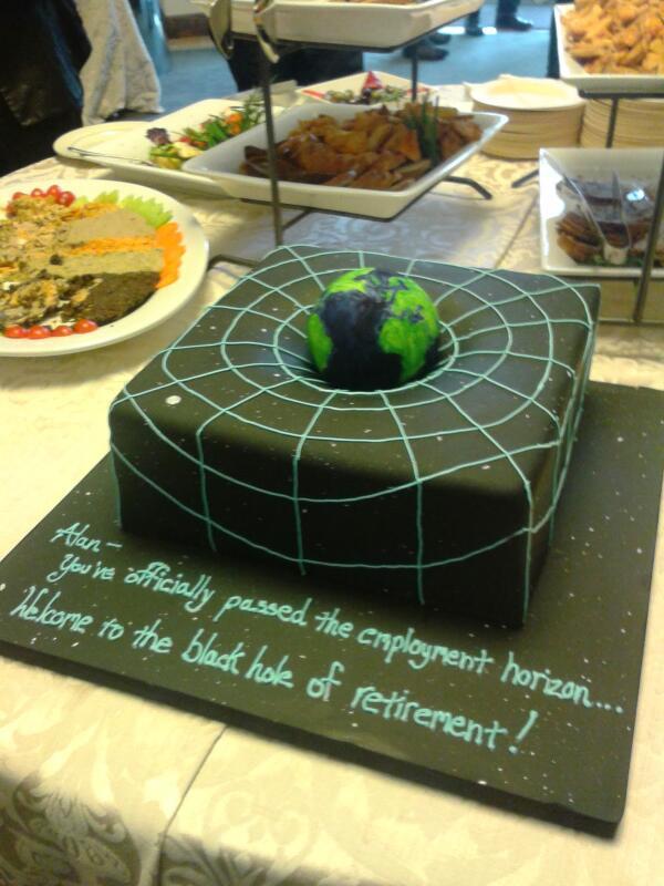 Physics cake alert! http://t.co/22c507yfOd http://t.co/p8tp1ckClN