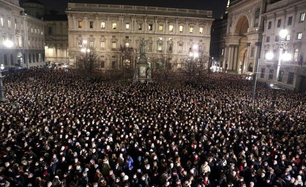 """Milano.Orchestra della Scala.Addio Maestro #Abbado  Dentro solo l'orchestra che suona Beethoven , porte aperte,   http://t.co/0b9yEraNjA"""""""