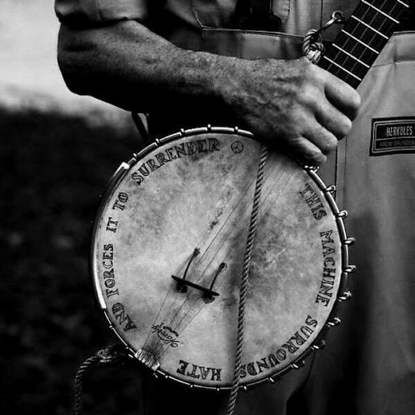 Pete's banjo emblazoned with his powerful message. #RIPPete http://t.co/Ccc2cbc25N