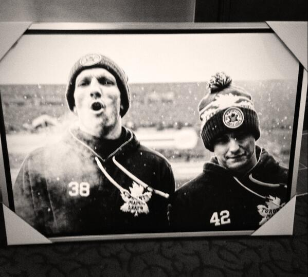 Thanks @FrameworthSport for the amazing canvas of me and @Bozie42 from the @WinterClassic13 http://t.co/hGLICVDTbh