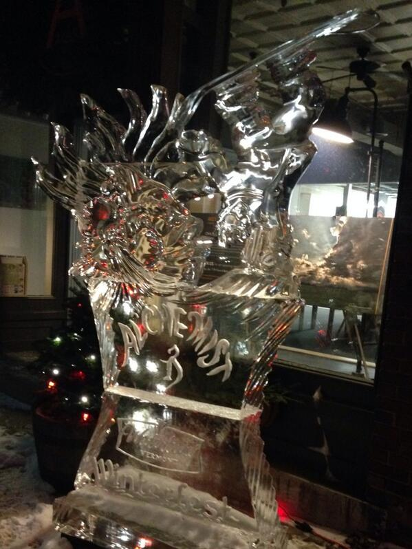 Super cool ice sculptures in downtown Waterbury. Beer fans will love this one. @alchemistbeer http://t.co/WqJh9SYzcy