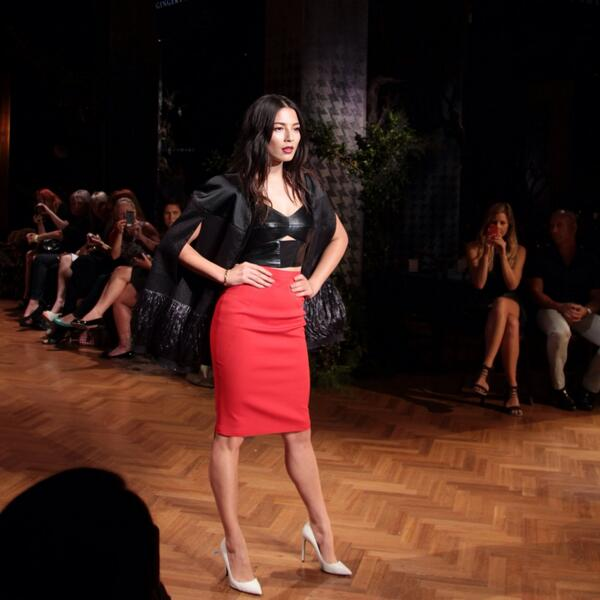 @iamjessicagomes looking flawless as she opens the show wearing @gingerandsmart. RT if you love! http://t.co/srL4TcVcMg