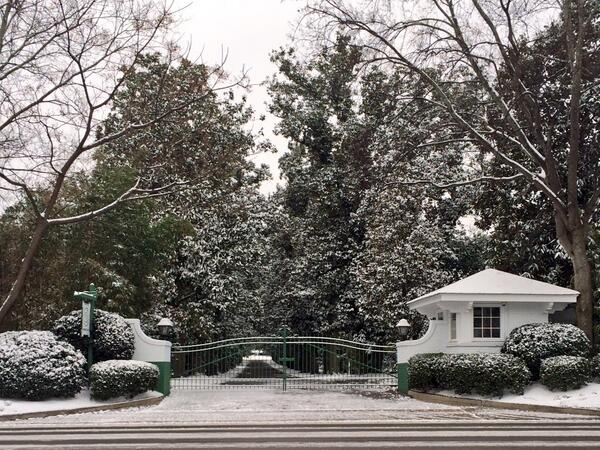 "Beautiful!!!   ""@kingofcoop: Augusta National is feeling snow love today! #Masters #snowpocalypse2014 http://t.co/oE52FS4eXa"""