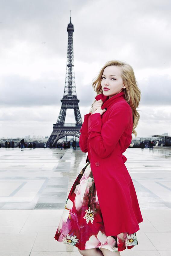 """Dove Cameron (@DoveCameron): """"@DisneyChannelFR: Découvre en exclusivité la première photo du voyage de Dove à Paris ! #DoveParis http://t.co/5EEEgwPtqH"""" bisou, bisou!"""