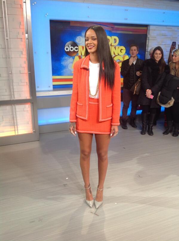 IFVFHJFHFDJE OMG QUEEN IS STUNNING RT @GMA: .@rihanna has arrived...we repeat RIHANNA HAS ARRIVED! #RihannaOnGMA http://t.co/PNkyTlARue