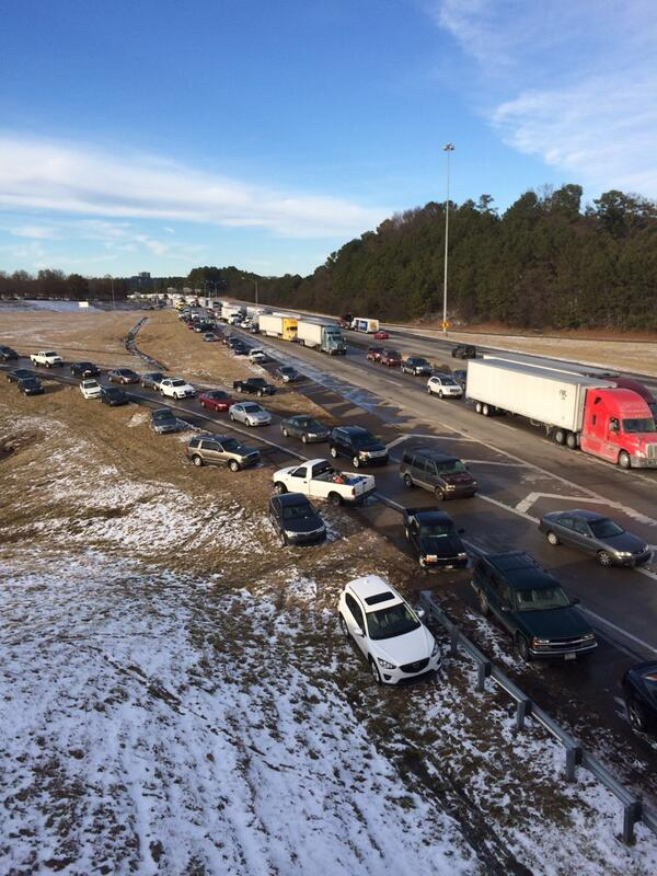Hundreds of abandoned vehicles on I-65 in Birmingham, AL makes the interstate look like a parking lot. #storm http://t.co/LCm7Ygc2gl