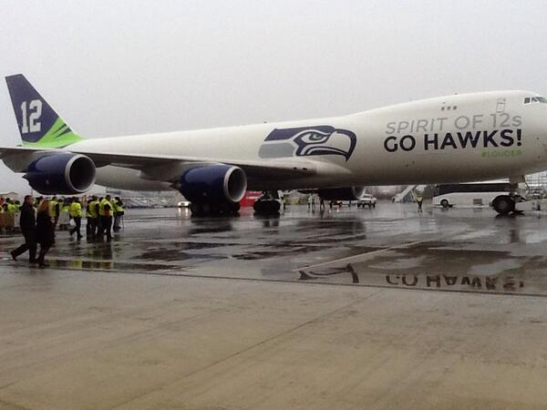 Stunning even in the rain. The @Seahawks 747-8. #GoHawks #SB48 #Boeing http://t.co/9L4m0ebSVh