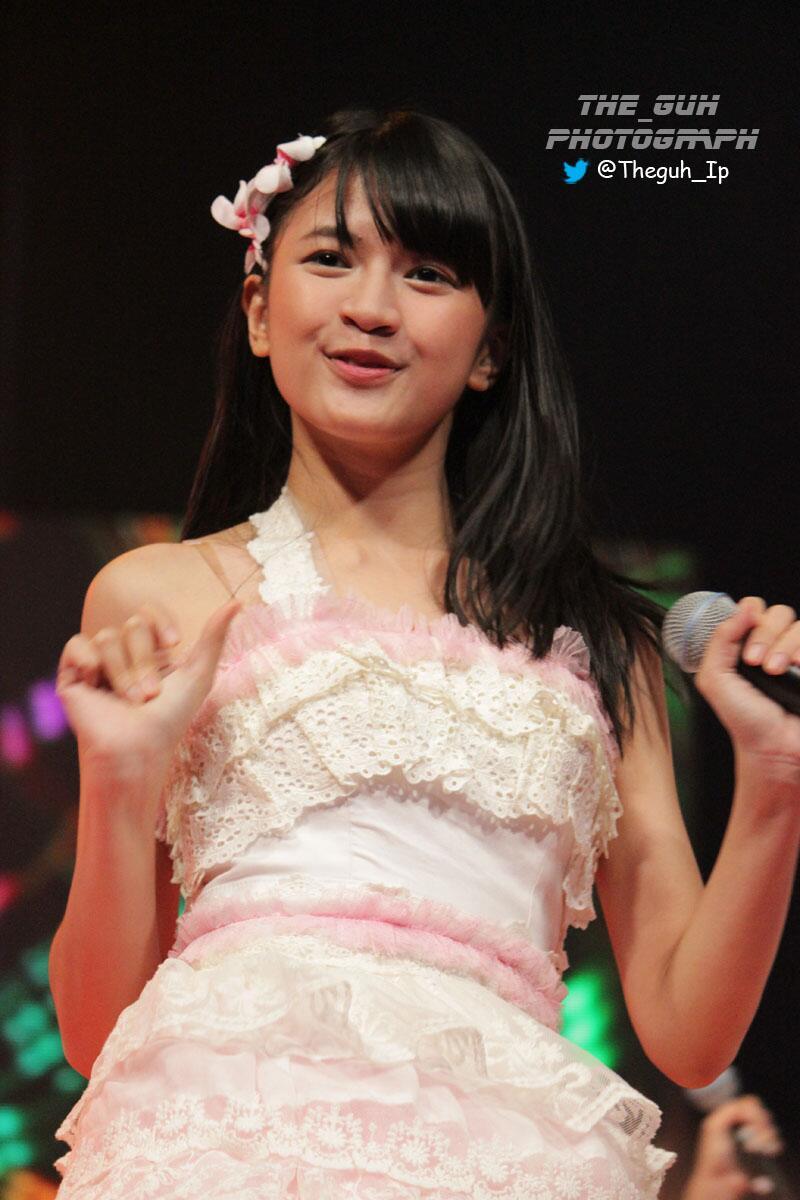 @Detective_JKT48 Min Mau nyebarin #VirusInyi nih di JKT48 Festive Concert Kemarin @Viny_JKT48 (2) http://t.co/Tk9YigoatQ