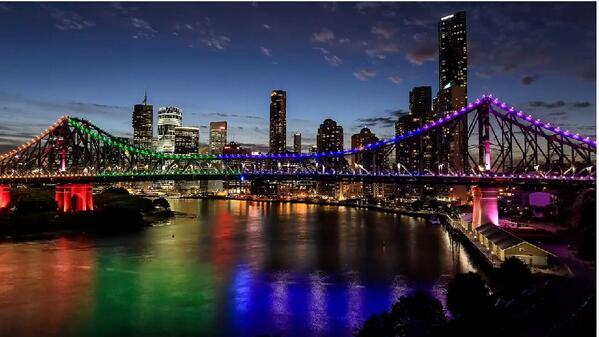 We love this still from David Bostock Photography's #Brisbane sunset to night time-lapse: http://t.co/y5FF5a3eOF http://t.co/OGuxdDOey1