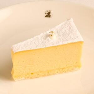 test ツイッターメディア - はい、チーズ♡ No.064_【銀座】洋菓子舗ウエスト_カマンベールチーズケーキhttps://t.co/HccOZJvQXl