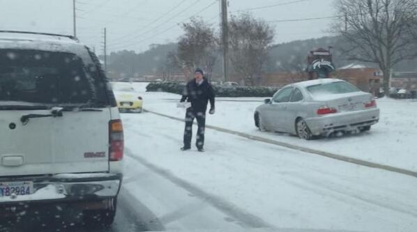 Chick-fil-a owner hands out food to stranded Birmingham drivers - http://t.co/yFIABqgEdw (photo: Lauren Dango) http://t.co/cGKCtNgl8D