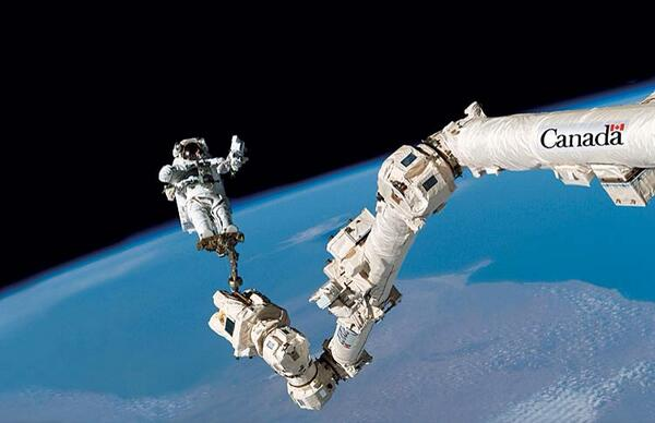 @neiltyson Thanks. #Canadarm2 looks great on $5 bill but looks amazing on #ISS! Earth doesn't look so bad either... http://t.co/9EXYrflzVF
