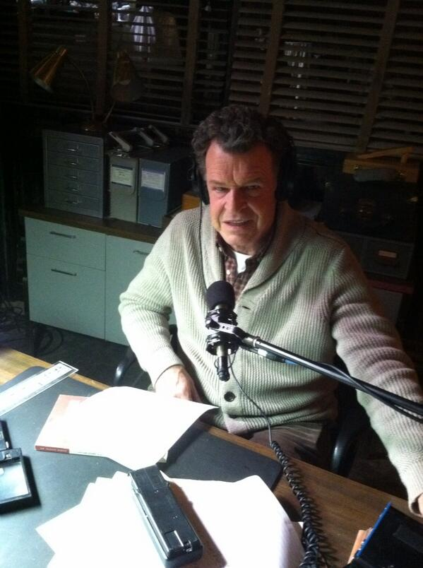 #Fringe #ThrowbackThursday John Noble recording narration for finale trailer... http://t.co/uzt57pHl9U
