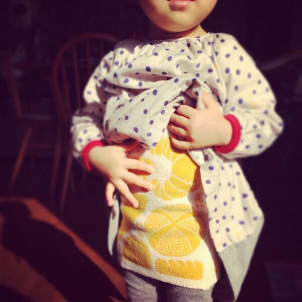 ほぼ日のハラマキを親子で購入。 お揃いが嬉しいみたいで何度もお腹を見せてくれます。  福田さんの「パンが焼けました」。 パン好きにはたまりません! http://t.co/DrgUQLQo3x