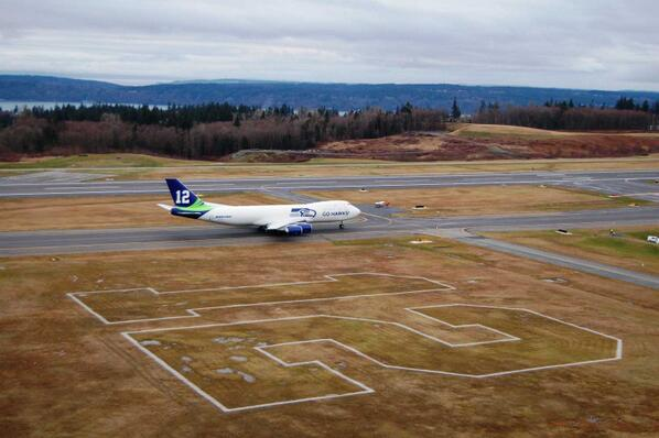 Now that's a big 12! #WeAre12 #goHawks @boeingairplanes #7478F #KPAE http://t.co/X8C1zQAyZy