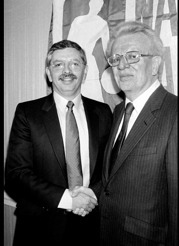 Classic Pic: David Stern, 2 1/2 months before taking office, w/outgoing commish Larry O'Brien (AP) http://t.co/2d1DU4Z4W9