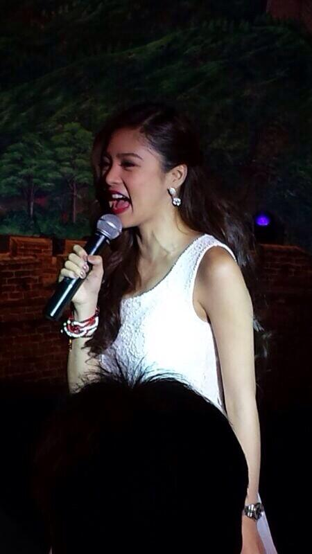 """@yanlyng: Kim chiu @prinsesachinita singing titanium and just give me a reason. http://t.co/dupY1b7EJb"""