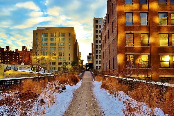 The High Line aglow! RT @gigi_nyc A beautiful #winter day @highlinenyc #NYC Happy Friday! http://t.co/yfnkxxchPC