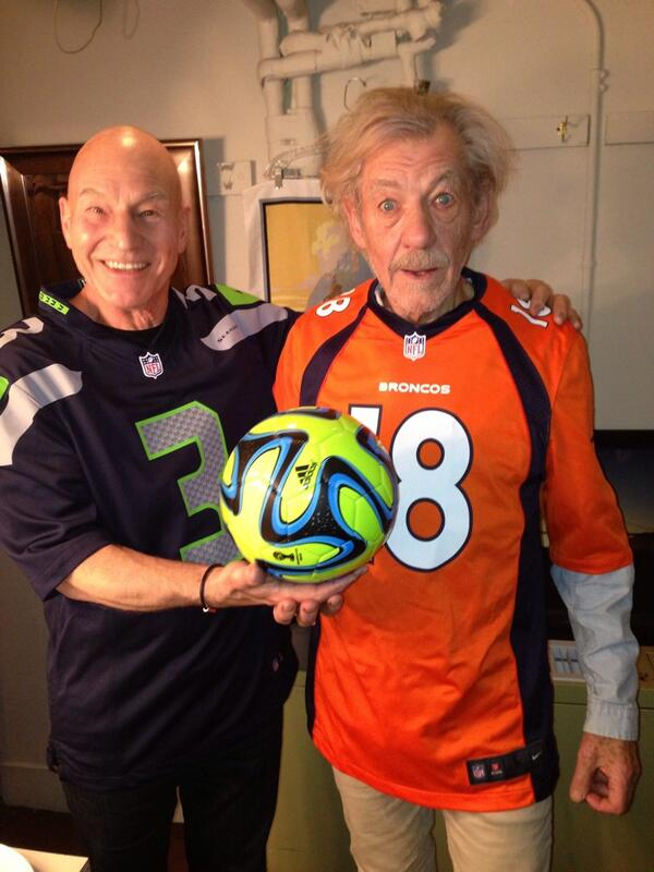 This is possibly, the greatest picture I've ever seen. #SuperBowl #Broncos #OtherGuys RT @SirPatStew: Football! http://t.co/QuW3PR6ScQ