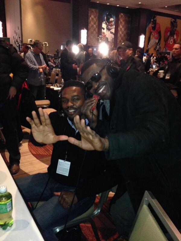 . @michaelirvin88 & @JonnyBones throwing up #TheU @MiamiHurricanes @ufc #Playmaker #Canes #RadioRow http://t.co/MDfpxOjctf