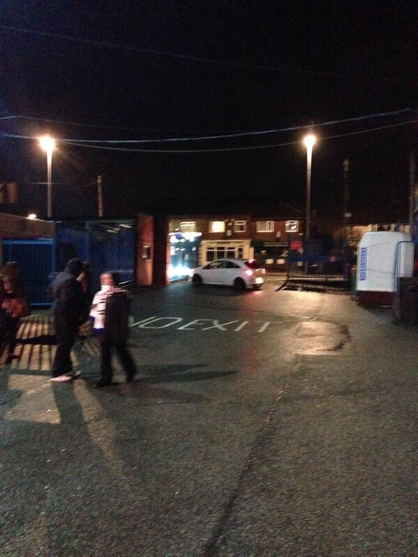 Incredible pic from @YO8Whites as Leeds fans block car park to stop Cellino leaving Elland Road: http://t.co/b1g4z4yrui