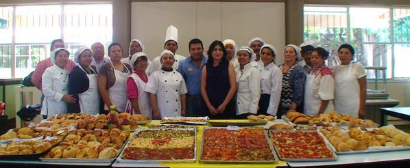 ICAPET Oaxaca (@ICAPETOaxaca): (1) La direc. del ICAPET, @gc_ivonne realizó la primera clausura de cursos de 2014, en la mod. de panadería @GobOax http://t.co/91EMJn90Ff