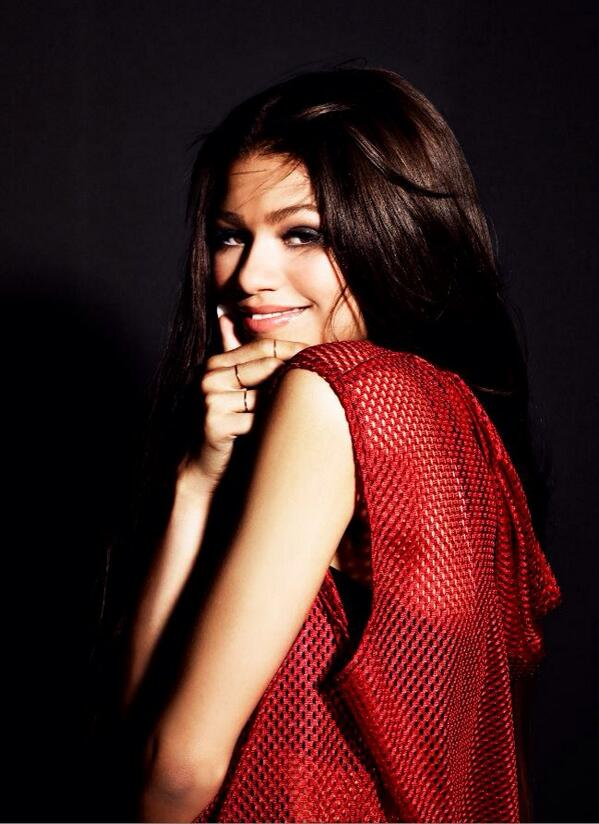 Congrats to @Zendaya on her #Replay single going Platinum (1 million downloads)!!! #Zswaggers http://t.co/R8LSlt9NL0