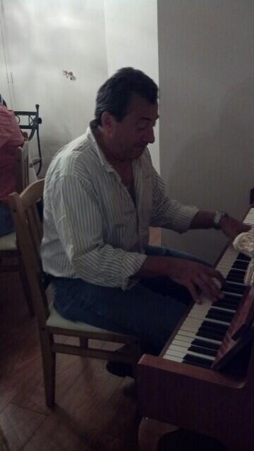 Comenzo el chow de piano. Noche inolvidable :) http://t.co/k2iZT59kxo