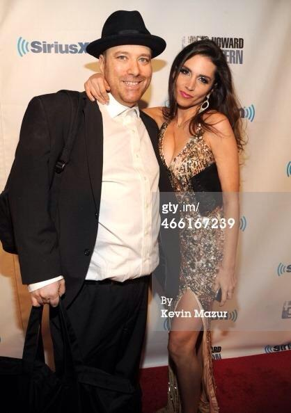 Please RT..me, @ElisaJordana  & my belly http://t.co/L2FFKcr4OC