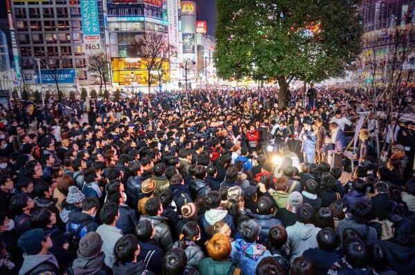 """今、@takapon_jp と家ちゃんは凄いって話してるとこ。応援してるよ!""""@hbkr: 初街頭演説!堀江さん、若旦那、ミッフィー、はあちゅう、しんぺー、来てくれたみんな、放送を観てくれたみんな、陣営・ボランティアのみんな、http://t.co/xGiS9Tye4J"""""""
