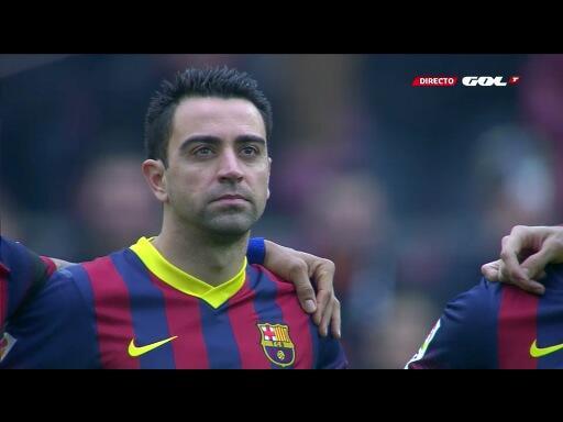 Xavi, emocionado en el minuto de silencio dedicado a Luis Aragonés  #fcblive http://t.co/j54T2DEi2S