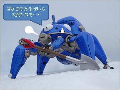 """えらいえらい~""""@DatsuMania: @kixyuubann 東京が大雪で大変な頃、タチコマは新潟で雪かきの手伝いをしていましたとさ・・・(みたいな http://t.co/27ZzcMFPkb"""""""