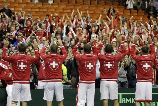 Suisse Hopps into the #DavisCup quarterfinals after a 3-0 win over Serbia #HoppSuisse http://t.co/Xla2TozU3e