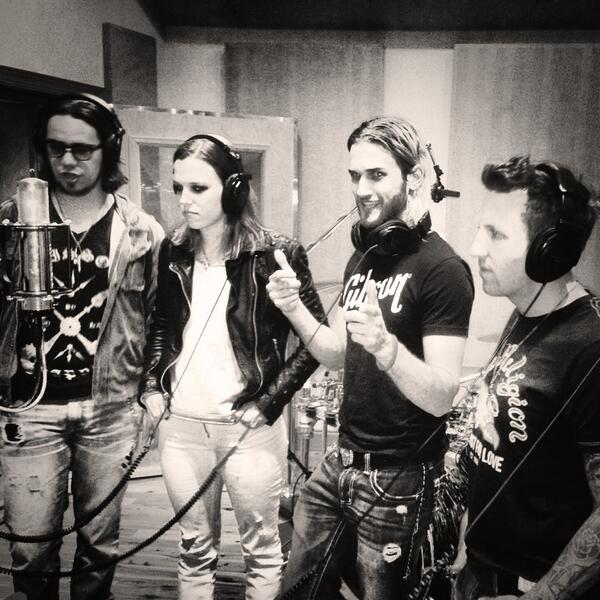 Gang vocal sesh tonight, recruited some help from our friends @LZZYHALE @TheJoeStorm @ArejayHale #RockMusic #Record2 http://t.co/9S8WMyRjzB