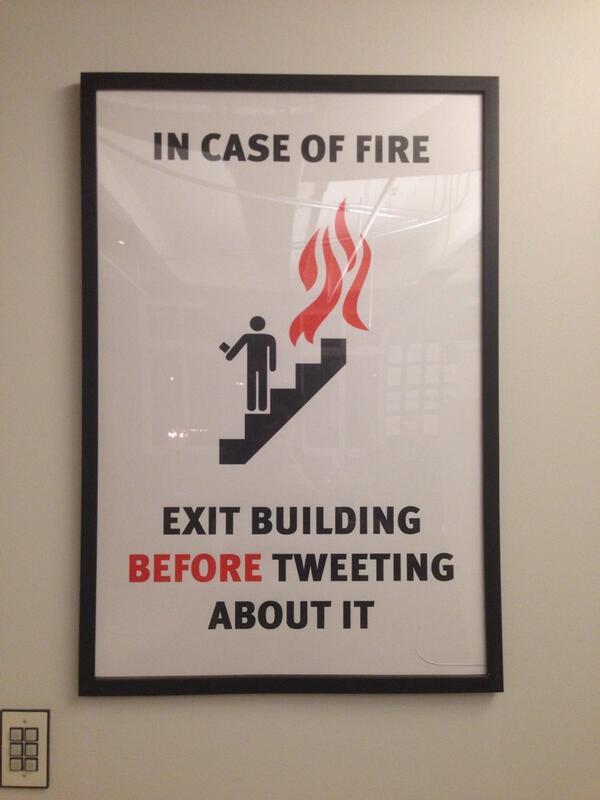 RocketSpaceにある、この注意書きおもしろい。 http://t.co/msphGG5cnz