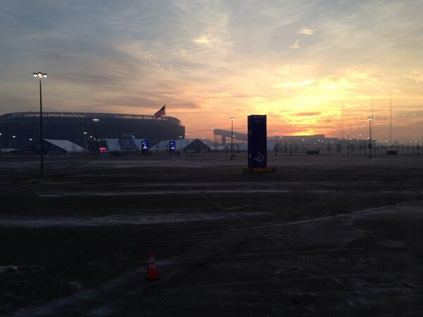 Rick Reichmuth (@rickreichmuth): Super Bowl Sunrise at MetLife stadium. http://t.co/9sogVog41W