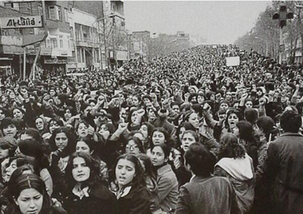 Women protest against the mandatory wearing of hijab in the days following the Iranian Revolution, 1979 http://t.co/asRwhJCEYP