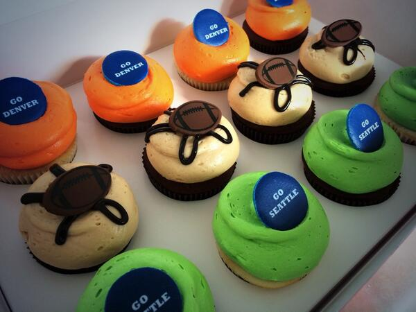 Now this is what I'm talking about! May the best team win! cc: @GTownCupcake  @KatherineSophie #SuperBowl #sb48 http://t.co/G4RjrdOXZM