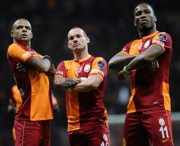 Galatasaray SK (@GalatasaraySK): FOTO | Gol sevinci! Felipe Melo - Wesley Sneijder - Didier Drogba http://t.co/uRMsE0ErKi